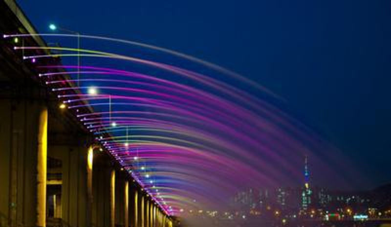 盘浦大桥月光彩虹喷泉——世界上最长的桥梁喷泉